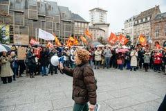 Manifestantes recolectados en Kleber Square que protesta el pla del gobierno Imagen de archivo libre de regalías