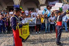 Manifestantes y banda, Día de la Independencia, Guatemala imágenes de archivo libres de regalías