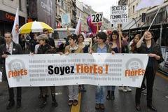Manifestation för Maj dag, Paris, feministisk grupp Royaltyfri Bild