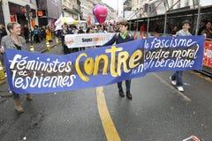Manifestation för Maj dag, Paris, lesbisk grupp Arkivfoto