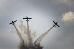 Manifestazione degli aerei di acrobazie aeree fotografia stock libera da diritti