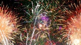 Manifestazione dei fuochi d'artificio - CICLO pulito vibrante tagliente video d archivio