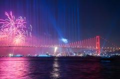 Manifestazione dei fuochi d'artificio a Costantinopoli Bosphorus La Turchia Fotografia Stock Libera da Diritti