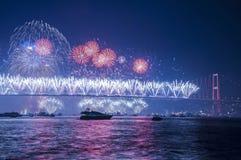 Manifestazione dei fuochi d'artificio a Costantinopoli Bosphorus La Turchia Immagine Stock Libera da Diritti