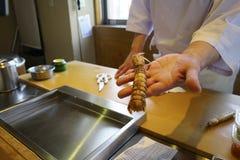 Manifestazione del cuoco unico di sushi il gambero Fotografia Stock