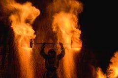 Manifestazione del fuoco che stupisce alla notte Fotografia Stock