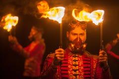 Manifestazione del fuoco di bellezza nello scuro Fotografia Stock