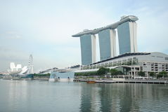 Manifestazione del laser di Singapore Marina Bay Sand e giardino dalla baia Fotografie Stock