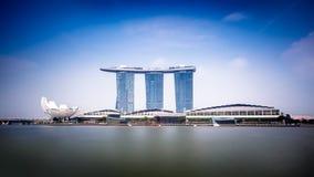 Manifestazione del laser di Singapore Marina Bay Sand e giardino dalla baia Immagine Stock