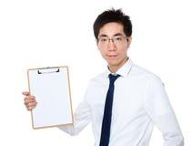 Manifestazione dell'uomo d'affari con la lavagna per appunti Fotografie Stock Libere da Diritti