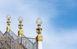 Manifestazione della lampada sul modo delle scale Fotografie Stock