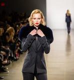 Manifestazione della pista di Zang Toi FW19 come componente là del New York Fashion Week immagine stock libera da diritti