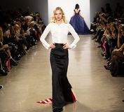 Manifestazione della pista di Zang Toi FW19 come componente là del New York Fashion Week fotografia stock