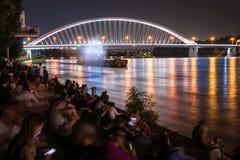 Manifestazione di multimedia acqua ballante del laser su Danubio a Bratislava, Slovacchia Immagini Stock Libere da Diritti