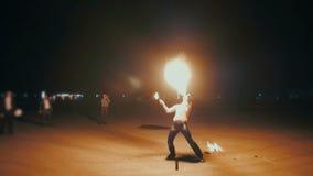 Manifestazione impressionante del fuoco video d archivio