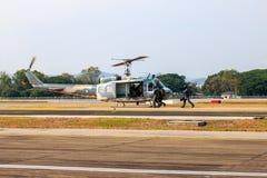 Manifestazione militare dell'elicottero il giorno dei bambini in Chiang Mai, Tailandia fotografie stock libere da diritti