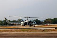 Manifestazione militare dell'elicottero il giorno dei bambini in Chiang Mai, Tailandia fotografie stock