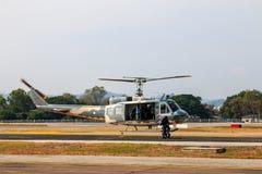 Manifestazione militare dell'elicottero il giorno dei bambini in Chiang Mai, Tailandia fotografia stock libera da diritti