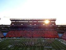 Manifestazione a orario ridotto sul campo di football americano con l'intera vista dello stadio come s Fotografia Stock Libera da Diritti