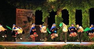 Manifestazione peruviana spettacolare del gruppo di ballo di folclore Fotografia Stock