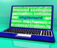 Manifestazioni del computer portatile del mezzo che implementano o che eseguono un piano Fotografie Stock Libere da Diritti