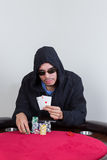Manifestazioni del giocatore di poker che vincono gli assi della tasca Immagini Stock Libere da Diritti