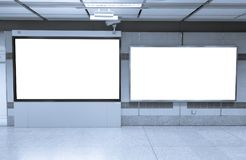 Manifesti in bianco del tabellone per le affissioni e principale nella stazione della metropolitana per annunciare fotografia stock