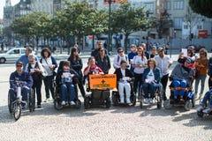 ManifestMarcha pela Vida Independente marschen av rörelsehindrat folk som begär överensstämmelse med rätter arkivfoto