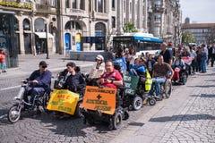 ManifestMarcha pela Vida Independente marschen av r?relsehindrat folk som beg?r ?verensst?mmelse med r?tter royaltyfri bild