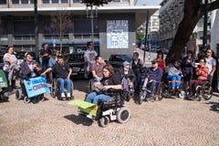 ManifestMarcha pela Vida Independente marschen av r?relsehindrat folk som beg?r ?verensst?mmelse med r?tter fotografering för bildbyråer
