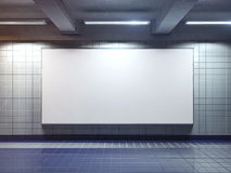 Manifesto in bianco bianco del tabellone per le affissioni dell'interno fotografia stock libera da diritti