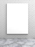 Manifesto in bianco bianco sul muro di mattoni Immagine Stock Libera da Diritti