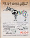 Manifesto che annuncia Ricoh digitale e la macchina delle copiatrici di colore in rivista dal 1992 immagine stock libera da diritti