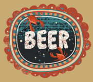 Manifesto d'annata della birra di stile di lerciume Etichetta della birra con i gamberi Illustrazione di vettore Fotografie Stock