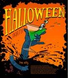 Manifesto del manifesto del partito di Halloween con la mano dello zombie che tiene un vetro con alcool Immagini Stock
