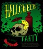 Manifesto del partito di Halloween con il cranio del cocktail Fotografia Stock