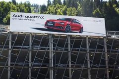 Manifesto dell'automobile di quattro di Audi sulla casa di parcheggio Immagini Stock