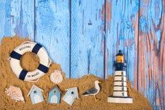 Manifesto della spiaggia con le cabine ed il faro Fotografie Stock Libere da Diritti