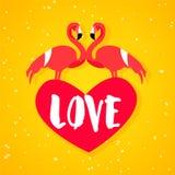 Manifesto di amore di estate con il fenicottero due, il cuore rosso ed il testo su fondo arancio Progettazione piana Vettore Fotografia Stock Libera da Diritti