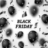 Manifesto di Black Friday con i palloni brillanti e coriandoli su fondo bianco Fotografia Stock Libera da Diritti