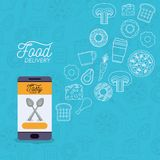 Manifesto di consegna dell'alimento con gli alimenti e lo smartphone app con la coltelleria Fotografia Stock Libera da Diritti