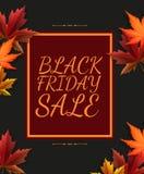 Manifesto di vendita di Black Friday nella retro progettazione con le foglie variopinte di autunno Fotografia Stock