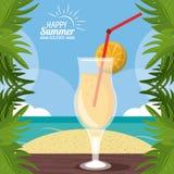 Manifesto felice di vacanze estive il cocktail sopra la sabbia della tavola lascia Palm Beach Immagini Stock Libere da Diritti
