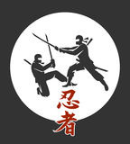 Manifesto giapponese di vettore di ninja Siluette asiatiche dei guerrieri dell'assassino di arti marziali con l'illustrazione del royalty illustrazione gratis