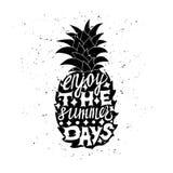Manifesto motivazionale di viaggio con l'ananas Fotografia Stock Libera da Diritti