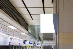 Manifesto nero nella stazione della metropolitana Fotografia Stock