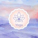 Manifesto per la classe di yoga con un paesaggio dell'acquerello Fotografie Stock Libere da Diritti