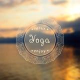 Manifesto per la classe di yoga con una vista del mare ENV, JPG Immagine Stock Libera da Diritti