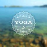 Manifesto per la classe di yoga con una vista del mare ENV, JPG Fotografia Stock