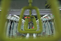Maniglia del treno su mrt Immagini Stock Libere da Diritti